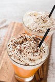 Feche acima do latte da especiaria da abóbora com chantiliy Imagem de Stock