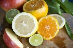 Feche acima do limão e do citrino imagens de stock