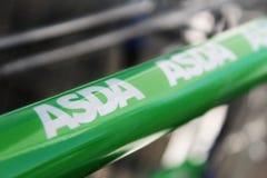 Feche acima do logotipo de ASDA no carrinho de compras fotografia de stock royalty free