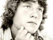 Feche acima do menino adolescente dos anos de idade dezesseis no Sepia fotos de stock royalty free