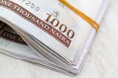 Feche acima do Nigerian mil notas do naira imagens de stock
