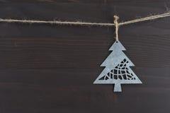 Feche acima do ornamento do pinheiro do metal Imagem de Stock