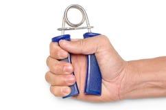 feche acima do punho de um homem com um exercício do aperto da mola no backg branco Fotos de Stock Royalty Free