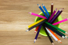 Feche acima do recipiente de lápis da coloração imagens de stock royalty free