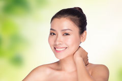 Feche acima do retrato da face bonita da jovem mulher Imagens de Stock