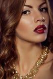 Feche acima do retrato da forma Tiro modelo Composição e penteado fotografia de stock royalty free