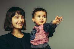 Feche acima do retrato da mãe e do filho foto de stock