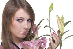 Feche acima do retrato da mulher bonita com flor Foto de Stock Royalty Free
