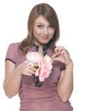 Feche acima do retrato da mulher bonita com flor Imagem de Stock