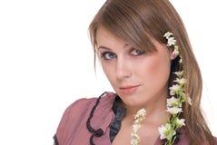 Feche acima do retrato da mulher bonita com flor Imagens de Stock Royalty Free