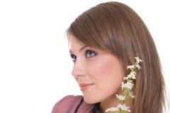 Feche acima do retrato da mulher bonita com flor Imagens de Stock
