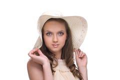 Feche acima do retrato da mulher bonita nova no chapéu Imagem de Stock