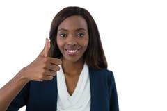 Feche acima do retrato da mulher de negócios de sorriso que mostra os polegares acima fotografia de stock royalty free