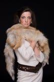 Feche acima do retrato da mulher nova da forma na pele Foto de Stock Royalty Free