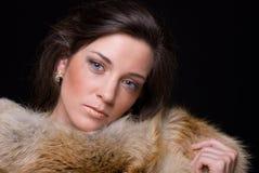 Feche acima do retrato da mulher nova da forma na pele Fotografia de Stock Royalty Free
