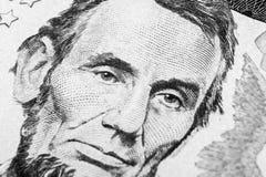 Feche acima do retrato da vista de Abraham Lincoln na uma nota de dólar cinco Fundo do dinheiro nota de dólar 5 com Abraham Linco fotos de stock
