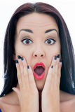 Feche acima do retrato de uma jovem mulher atrativa que olha o chocado Foto de Stock Royalty Free
