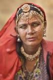 Feche acima do retrato de uma mulher aciganada de Bopa de Jaisalmer Imagens de Stock Royalty Free