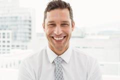 Feche acima do retrato do homem de negócios feliz imagem de stock