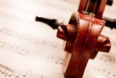 Feche acima do rolo do violino e curve Foto de Stock Royalty Free