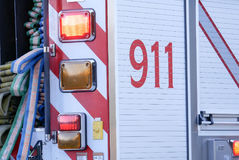 Feche acima do sinal 911 que para no carro Fotos de Stock Royalty Free