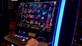 Feche acima do slot machine video estoque