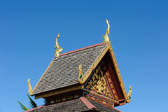 Feche acima do telhado decorado da igreja de Wat Si Pan Ton Imagens de Stock Royalty Free