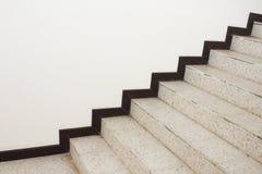 Feche acima do terraço das escadas, assoalho de mármore dentro lateralmente de uma parede foto de stock royalty free