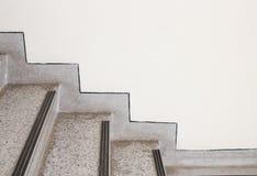 Feche acima do terraço das escadas, assoalho de mármore dentro lateralmente de uma parede fotos de stock royalty free