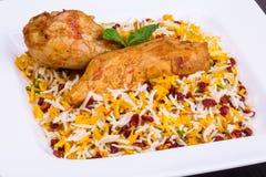 Feche acima do tiro do arroz do açafrão e as bérberis & o x28; Polo& x29 de Zereshk; com galinha fotografia de stock royalty free