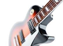 Feche acima do tiro de uma guitarra, isolado no branco Imagem de Stock Royalty Free