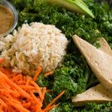 Feche acima do tiro de uma salada verde saudável Imagens de Stock