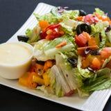 Feche acima do tiro de uma salada verde saudável Fotos de Stock