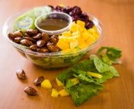 Feche acima do tiro de uma salada verde saudável Foto de Stock Royalty Free