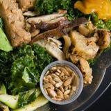 Feche acima do tiro de uma salada verde saudável Fotografia de Stock
