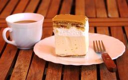 Feche acima do tiro do bolo e do café de creme Fotografia de Stock