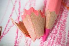 Feche acima do tiro macro de pontas do lápis da pilha do lápis da cor Foto de Stock