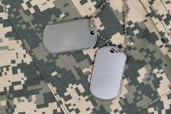 Feche acima do uniforme militar e das etiquetas de identificação com pescoço c Fotos de Stock Royalty Free