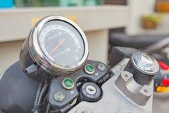 Feche acima do velocímetro da motocicleta Imagem de Stock