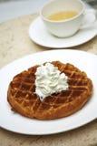 Feche acima do waffle e do creme Imagens de Stock Royalty Free