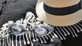 Feche acima dos óculos de proteção do chapéu, dos sarongues e dos nadadores Fotografia de Stock