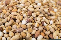 Feche acima dos amendoins salgados imagem de stock royalty free