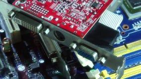 Feche acima dos componentes eletrônicos do computador vídeos de arquivo