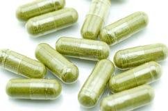 Feche acima dos comprimidos da cápsula de moringa Imagem de Stock