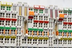 Feche acima dos conectores da fiação, blocos de terminais fotografia de stock