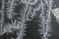 Feche acima dos cristais de gelo contra Gray Background Foto de Stock Royalty Free