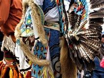 Feche acima dos dançarinos do nativo americano imagens de stock royalty free