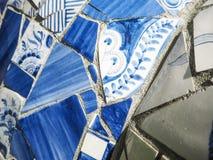 Feche acima dos estilhaços Dutch idoso de telhas lata-vitrificadas da parede da louça de Delft, Del imagem de stock
