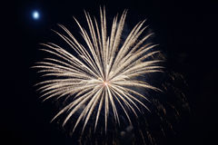 Feche acima dos fogos-de-artifício com a lua no fundo Imagens de Stock Royalty Free