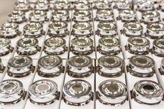 Feche acima dos frascos de vidro com tampas do metal Fotos de Stock